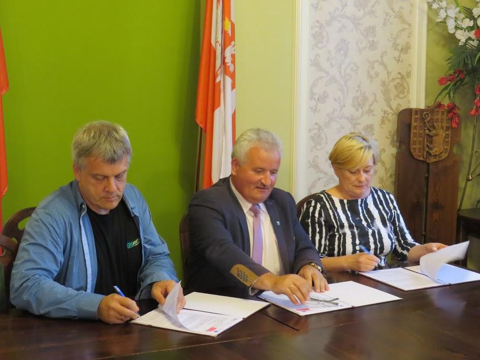 Ilustracja do informacji: Umowa na prace remontowe w Miejskim Ośrodku Kultury podpisana!